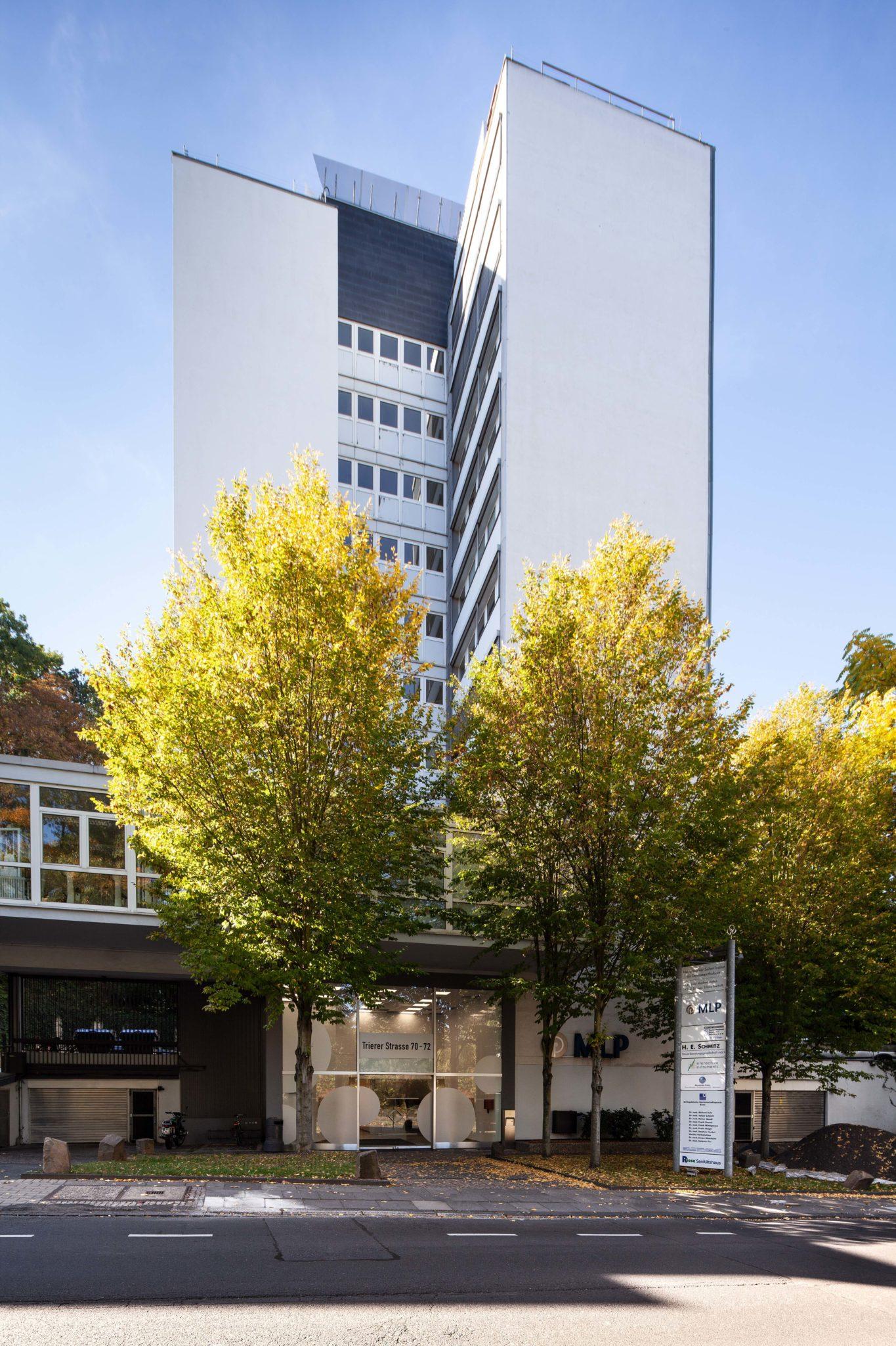 Das Foto zeigt das Gebäude der Orthopädischen Gemeinschaftspraxis in der Trierer Straße, Bonn.